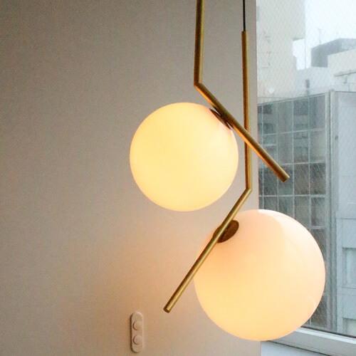 Dettaglio Lampada Ic Flos - Devincenti negozio arredamento e design Brescia