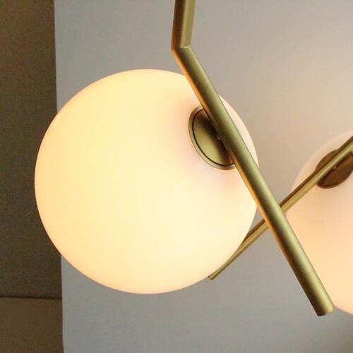 Dettaglio Lampada Ic Flos - Devincenti negozio arredamento e design Mantova