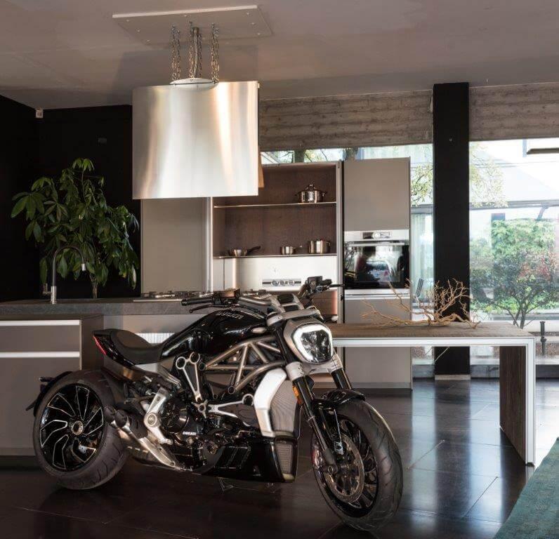Ducati Diavel - Devincenti negozio arredamento e design Mantova